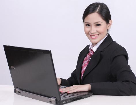 ノートパソコンと女性1